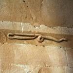 i serpenti del capitello nella Pieve di Corsignano