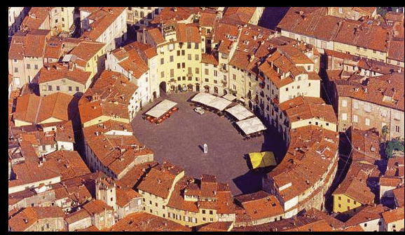 Lucca la piazza
