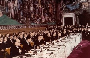 20121229215351!Firma_dei_trattati_di_Roma_(1957)