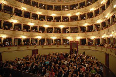 Teatro-Pergolesi-con-pubblico-2-400x268