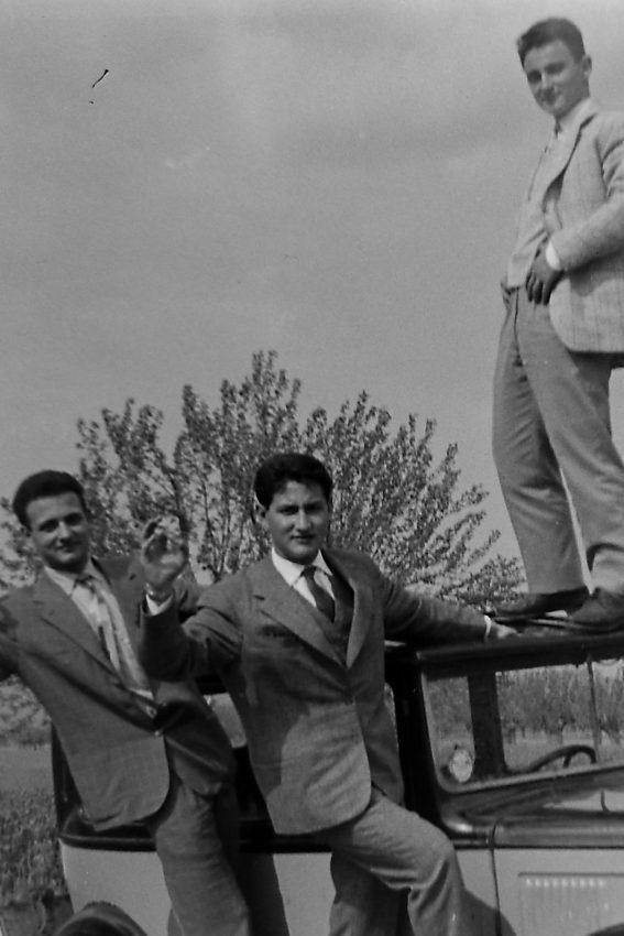 """Giorgio, Lamberto e sul tettuccio Toni, il nipote del """"filandiere"""""""