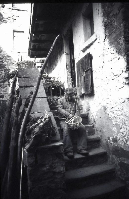cestaio al lavoro campagna marchigiana ph.Giorgio Bellagamba